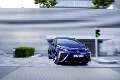 Toyota Mirai Aussenansicht Front statisch blau