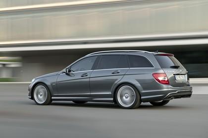 Mercedes-Benz C-Klasse T-Modell S204 MoPf Aussenansicht Seite schräg dynamisch grau