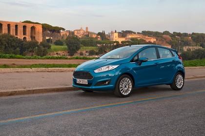 Ford Fiesta Fünftürer JA8 Front schräg statisch blau