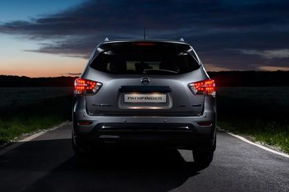 Nissan Pathfinder R51 Aussenansicht Heck statisch grau