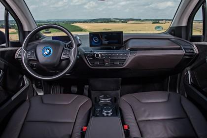 BMW i3 Innenansicht zentral statisch braun