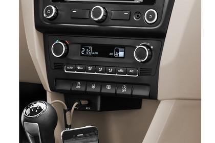 SEAT Toledo NH Innenansicht Mittelkonsole Infotainmentsystem Klimatronik Getriebeschalter
