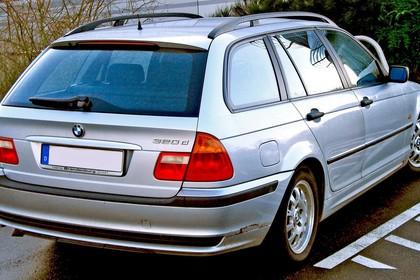 BMW 3er Touring E46 Aussenansicht Heck schräg statisch silber