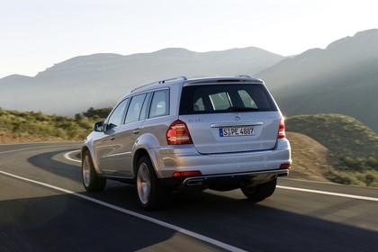 Mercedes Benz GL-Klasse Aussenansicht Heck schräg dynamisch silber