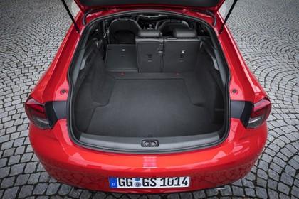 Opel Insignia B Grand Sport Aussenansicht Heck Kofferraum geöffnet statisch rot