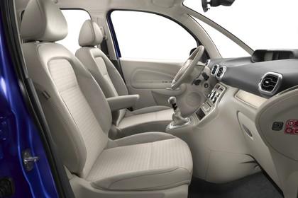 Citroën C3 Picasso SH Innenansicht statisch Studio Vordersitze und Armaturenbrett beifahrerseitig