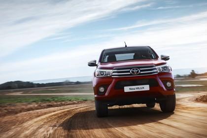 Toyota Hilux AN1P Aussenansicht Front dynamisch rot