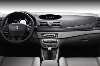 Renault Mégane Grandtourer Z Innenansicht statisch Vordersitze und Armaturenbrett