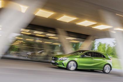 Mercedes A-Klasse W176 Aussenansicht Seite dynamisch grün