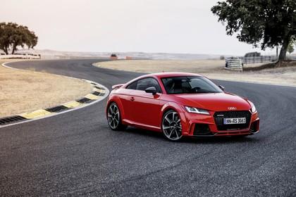 Audi TT RS 8S Roadster Aussenansicht Front schräg statisch rot