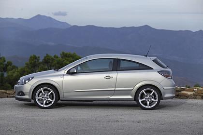 Opel Astra GTC 3Türer Aussenansicht Seite statisch silber