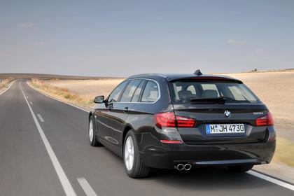 BMW 5er Touring F11 Aussenansicht Heck schräg dynamisch schwarz