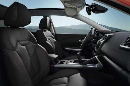 Renault Kadjar Innenansicht statisch Vordersitze und Armaturenbrett beifahrerseitig