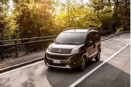 Fiat Qubo Trekking 225 Aussenansicht Front schräg dynamisch braun