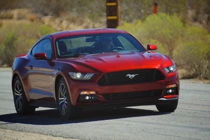 Ford Mustang Coupe LAE Aussenansicht Front schräg dynamisch rot