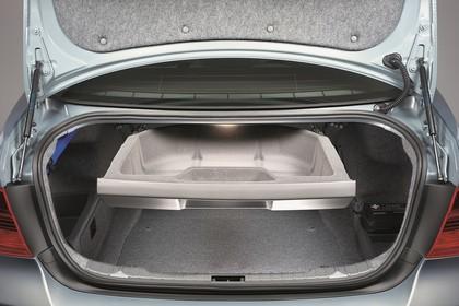 BMW 3er Limousine Innenansicht statisch Studio Kofferraum