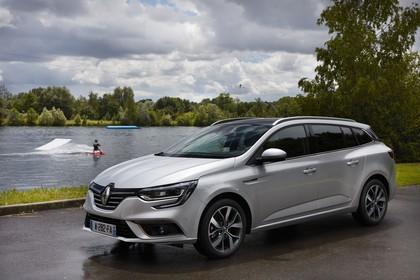 Renault Mégane Grandtour IV Aussenansicht Front schräg statisch silber