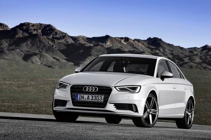 Audi A3 8V Limousine Aussenansicht Front schräg statisch weiss