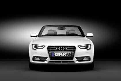 Audi A5 Cabrio Facelift Aussenansicht Front Studio statisch weiss