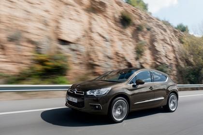 Citroën DS4 Aussenansicht Seite schräg dynamisch braun