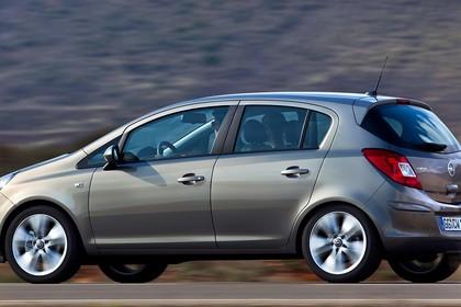 Opel Corsa D 5Türer Aussenansicht Seite dynamisch braun