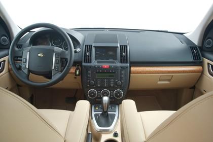 Land Rover Freelander 2 LF Innenansicht statisch Vordersitze und Armaturenbrett