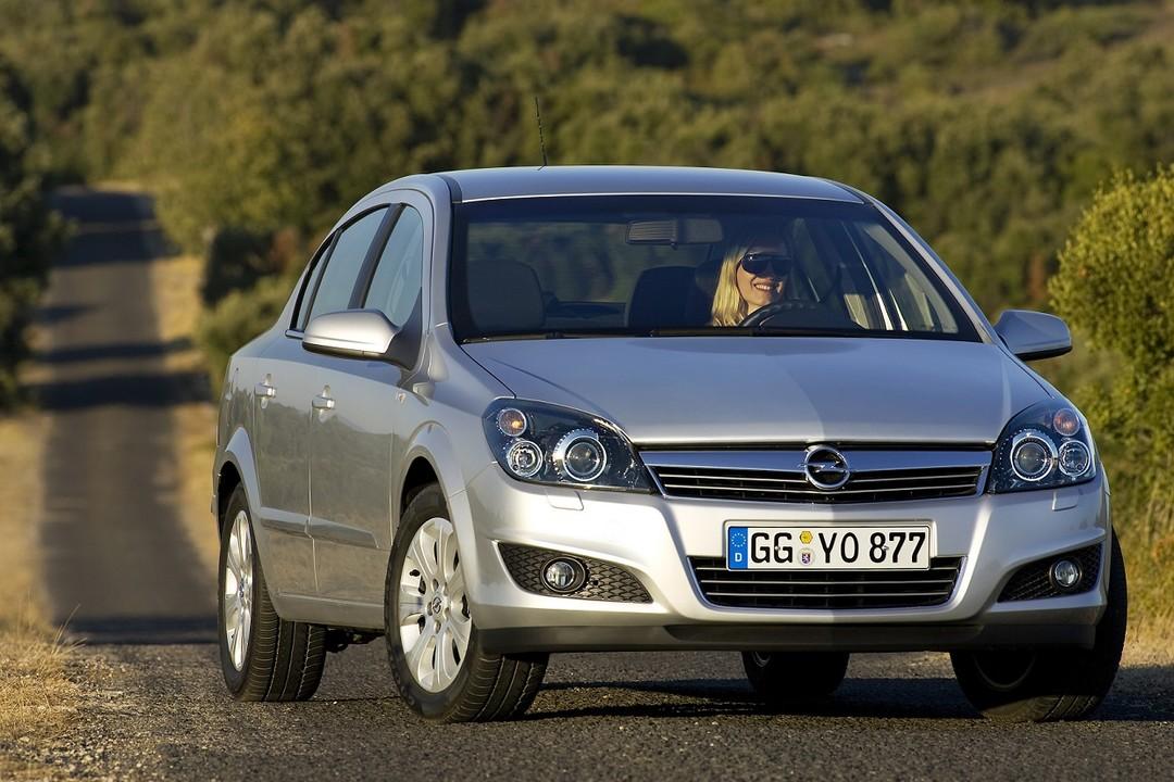 Opel Astra H Limousine Facelift Aussenansicht Front Statisch Silber