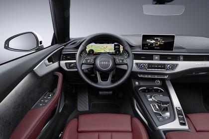 Audi A5 Cabriolet Innenansicht statisch Studio Vordersitze und Armaturenbrett fahrerseitig