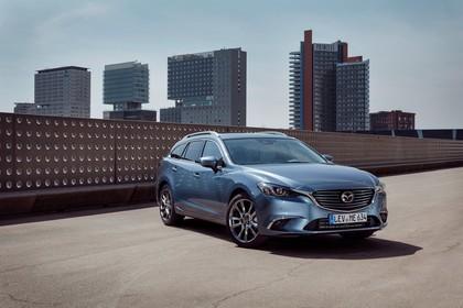 Mazda 6 Kombi GJ Aussenansicht Front schräg statisch blau