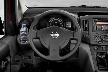 Nissan Evalia NV200 Innenansicht statisch Studio Lenkrad und Armaturenbrett fahrerseitig
