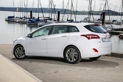Hyundai i30 Kombi GD/GDH Aussenansicht Heck schräg statisch weiss