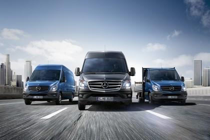 Mercedes-Benz Sprinter Kastenwagen Kombi Pritsche W906 Aussenansicht dynamisch blau grau