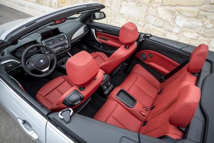 BMW 2er Cabrio F23 Innenansicht Seite erhöht statisch rot