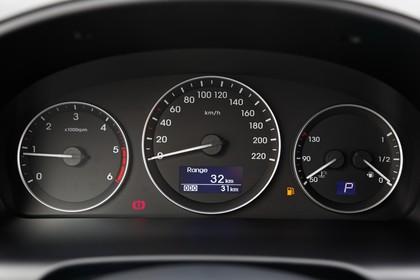 Hyundai H-1 Travel TQ Innenansicht Detail statisch schwarz Tacho