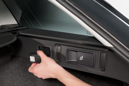 Skoda Octavia 5E Facelift Combi Innenansicht Detail Kofferraum Taschenlampe statisch schwarz