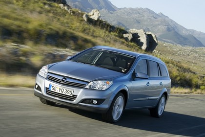 Opel Astra H Caravan Aussenansicht Front schräg dynamisch silber