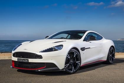 Aston Martin Vanquish VH Aussenansicht Front schräg statisch weiss