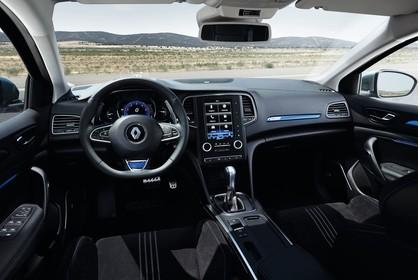 Renault Megane IV Innenansicht Vordersitze und Armaturenbrett fahrerseitig
