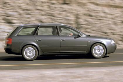 Audi A6 Avant C5 Aussenansicht Seite dynamisch grau