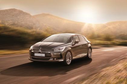 Citroën DS5 K Aussenansicht Front schräg dynamisch braun