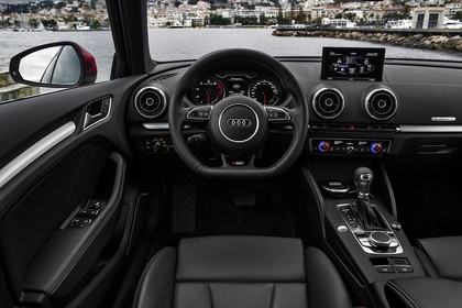 Audi A3 Sportback 8VA Innenansicht Fahrerposition sline Automatik statisch  leder schwarz
