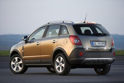 Opel Antara L-A Aussenansicht Heck schräg statisch grün