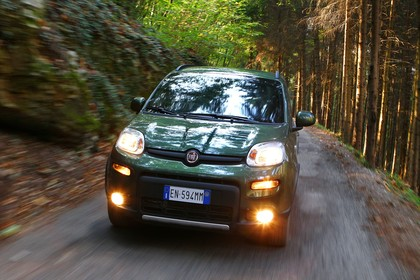 Fiat Panda 4x4 319 Aussenansicht Front dynamisch grün