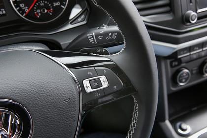 VW Amarok Innenansicht Detail Multifunktionslenkrad statisch schwarz