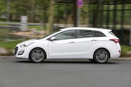 Hyundai i30 Kombi GD/GDH Aussenansicht Seite dynamisch weiss