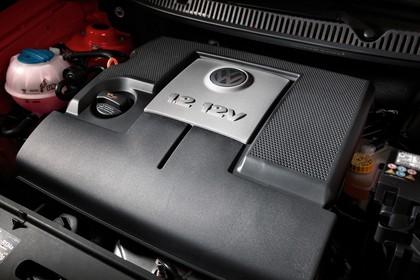 VW Polo 9N Fünftürer Aussenansicht Front statisch Detail Motor