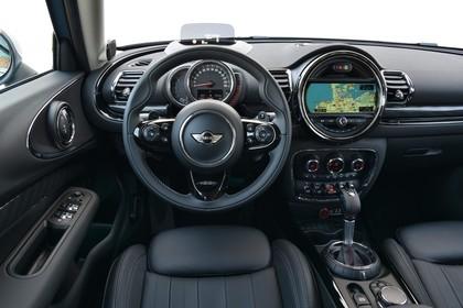 Mini Clubman F54 Innenansicht Fahrerposition Detail statisch schwarz Cockpit