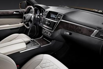 Mercedes Benz GL-Klasse Studio Innenansicht Beifahrersicht statisch weiß schwarz