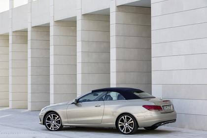 Mercedes-Benz E-Klasse Cabriolet A207 Facelift Dach geschlossen Aussenansicht Seite statisch silber