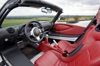Lotus Elise 3 Innenansicht statisch Vordersitze und Armaturenbrett fahrerseitig